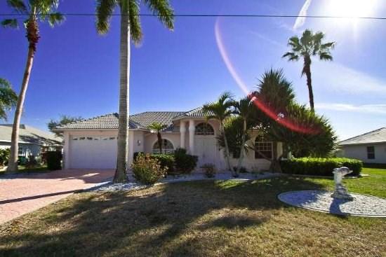 villa cape coral 12155 in der n he des caloosahatchee. Black Bedroom Furniture Sets. Home Design Ideas