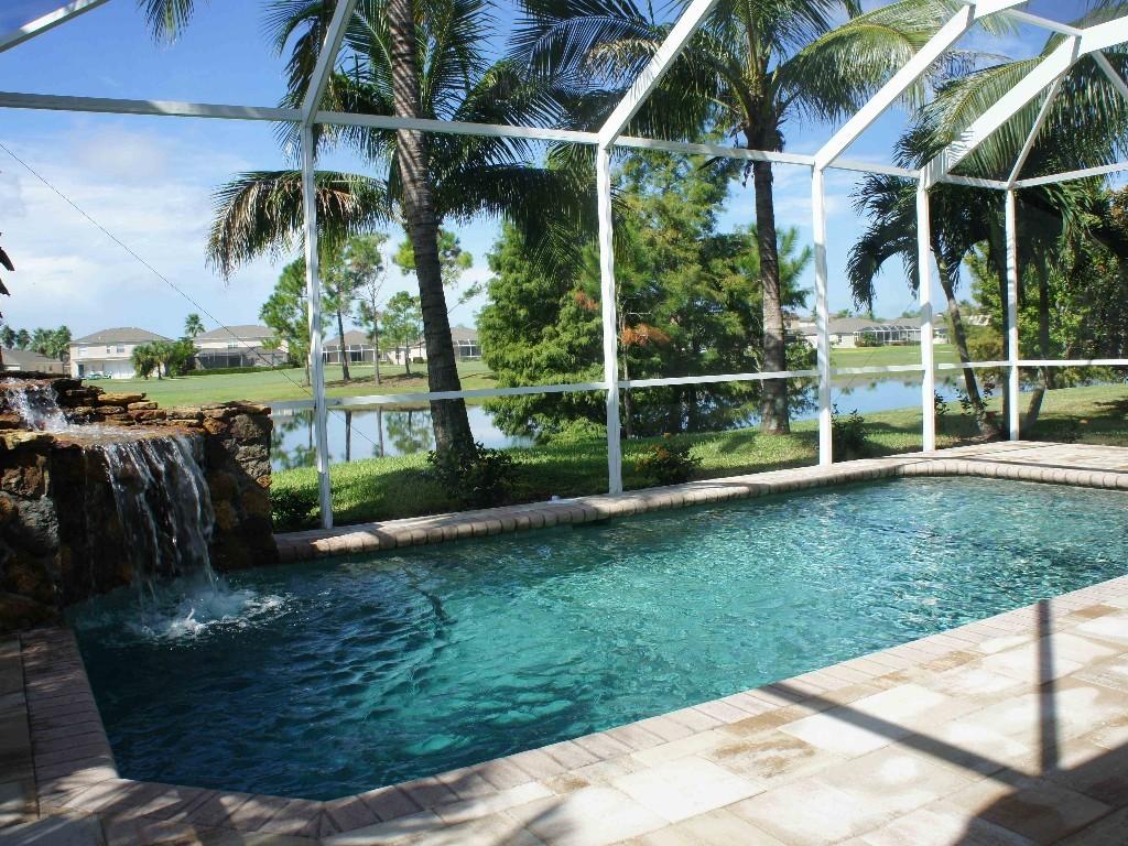 Villa stoneybrook in estero florida mit pool wasserfall seeblick golfplatz tennis klubhaus - Pool wasserfall ...