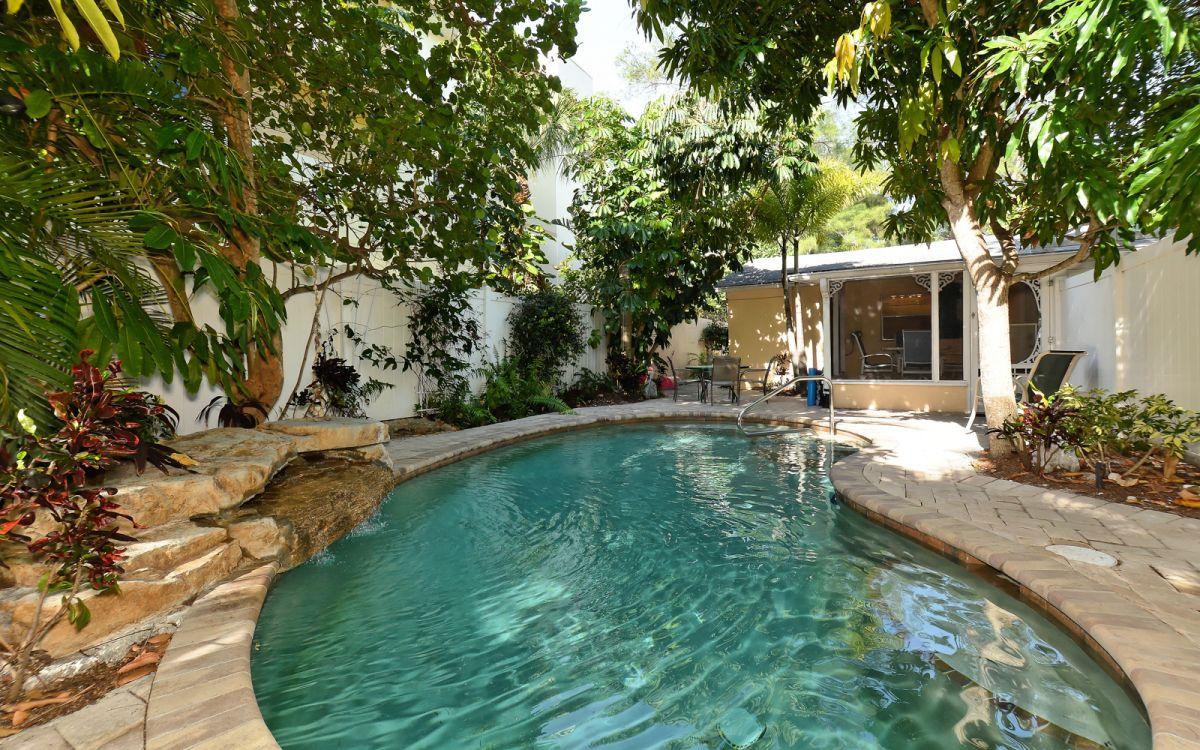 ferienhaus anna maria island 12975 gem tliches ferienhaus mit pool und kleinem wasserfall f r. Black Bedroom Furniture Sets. Home Design Ideas