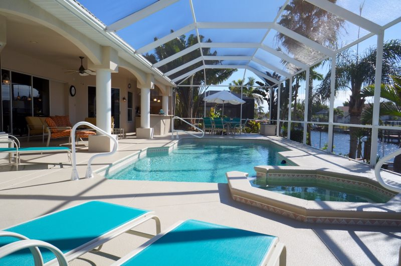 Außenküche Mit Kindern : Villa cape coral u luxuriös mit außenküche und