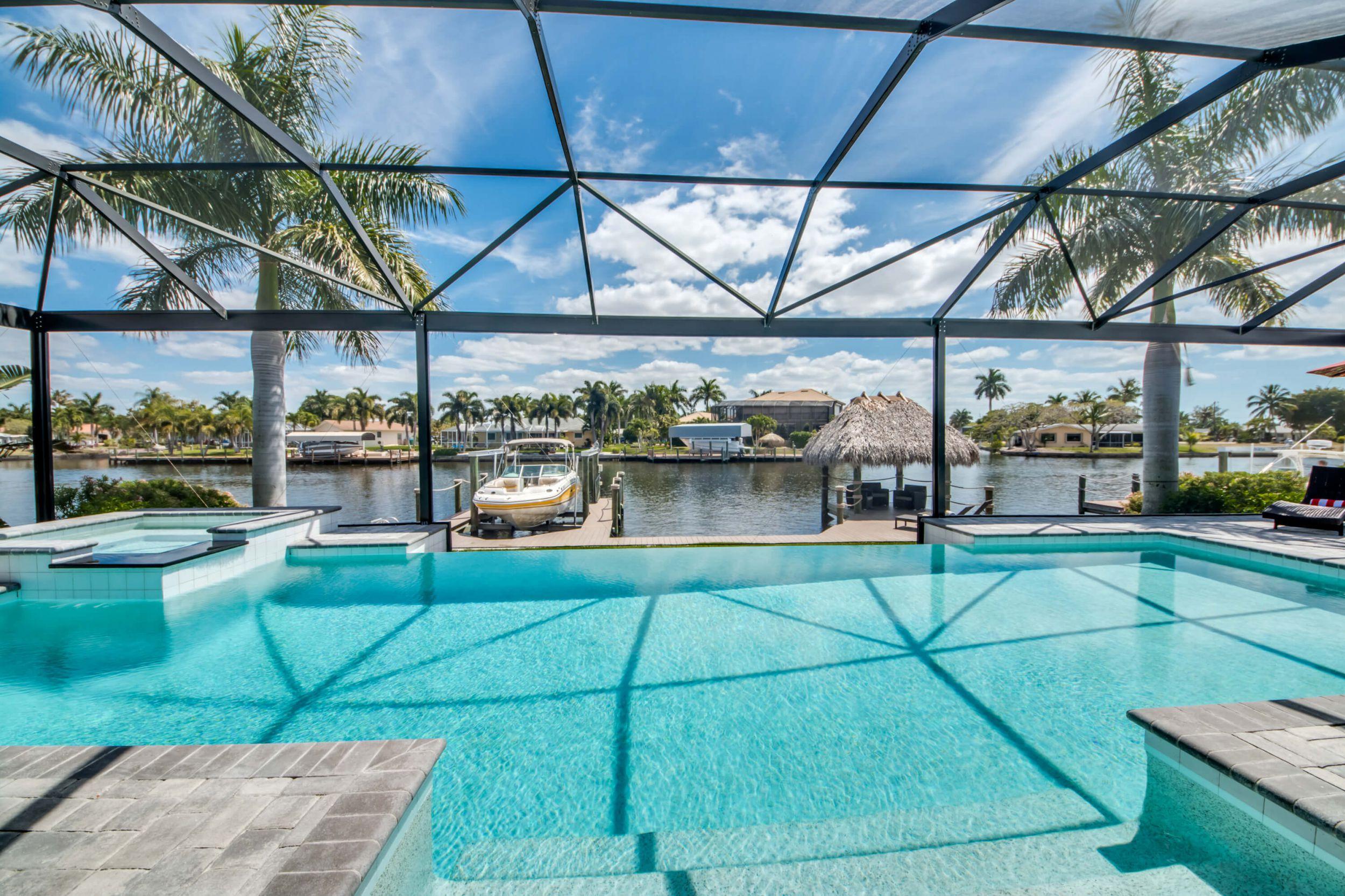 Moderne luxusvilla mit pool  Villa Cape Coral 12740 – moderne und helle Luxusvilla -ganz nah am ...