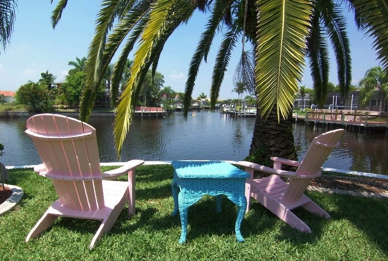 cape coral 11620 im s dosten von cape coral an einem kanal mit golfzugang pool jacuzzi. Black Bedroom Furniture Sets. Home Design Ideas