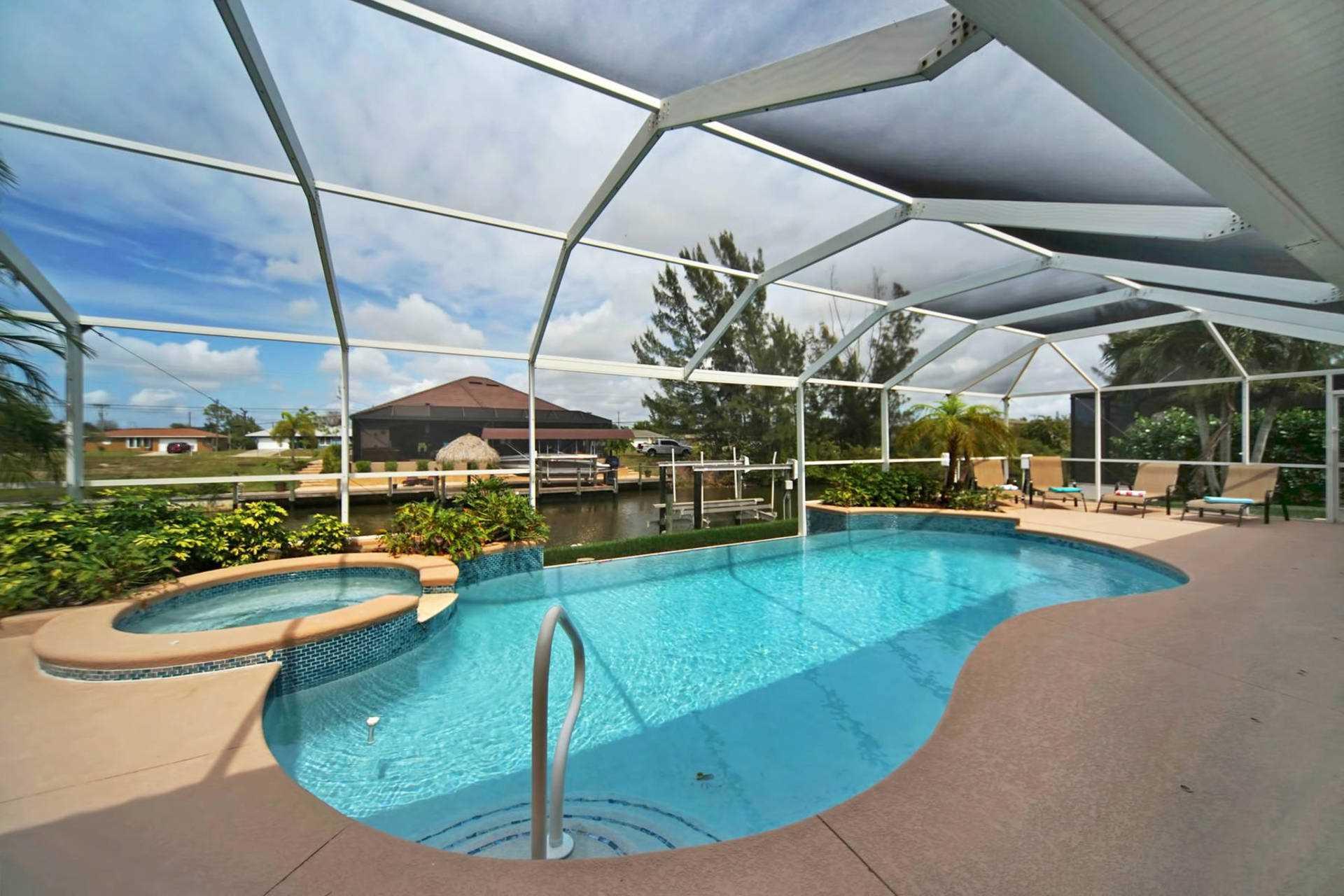 Amerikanischer Kühlschrank Expert : Villa cape coral 13127 u2013 großes pooldeck mit infinity pool und