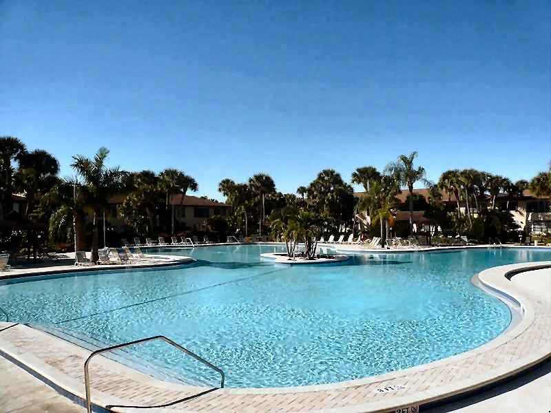 Beheizter Pool. Drittgrößter von ganz Florida.